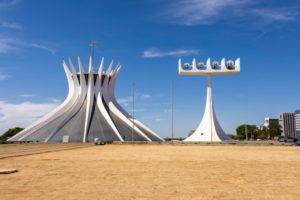 Кафедральный собор в Бразилиа, архитекторОскар Нимейер