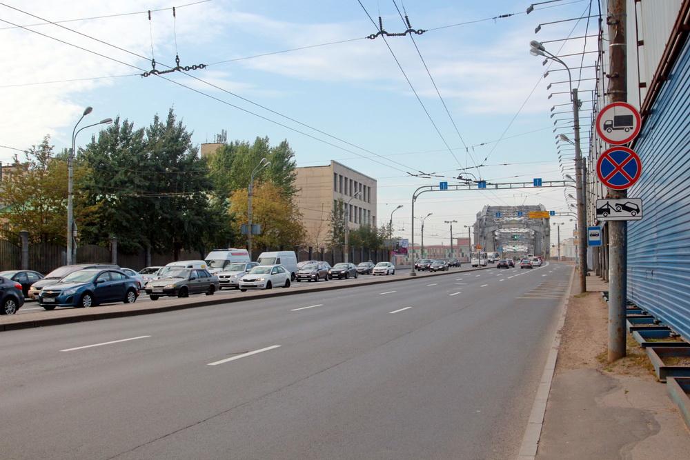 Комаровский проезд рядом с Охтинским мысом